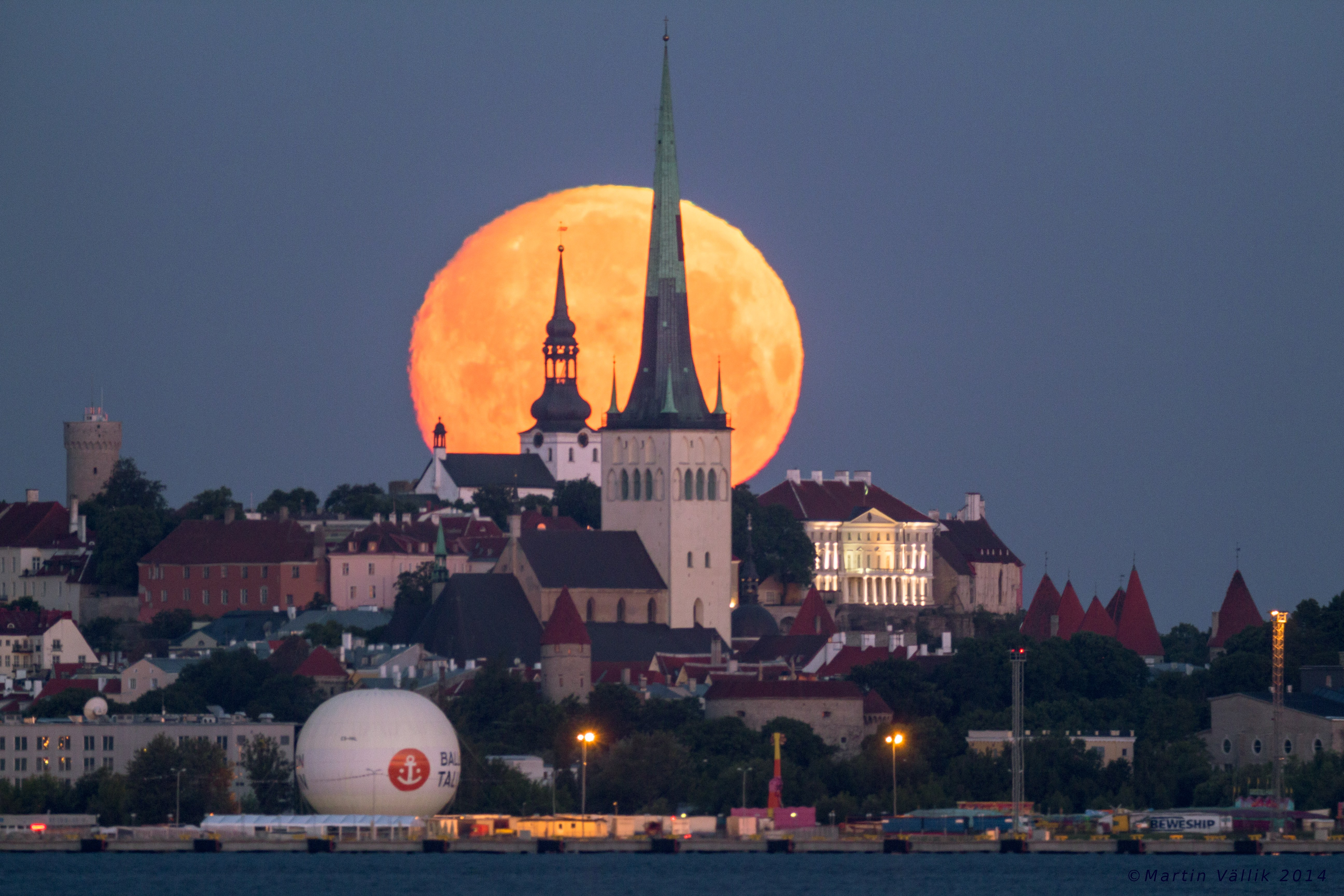Tallinn-Moonset-2014